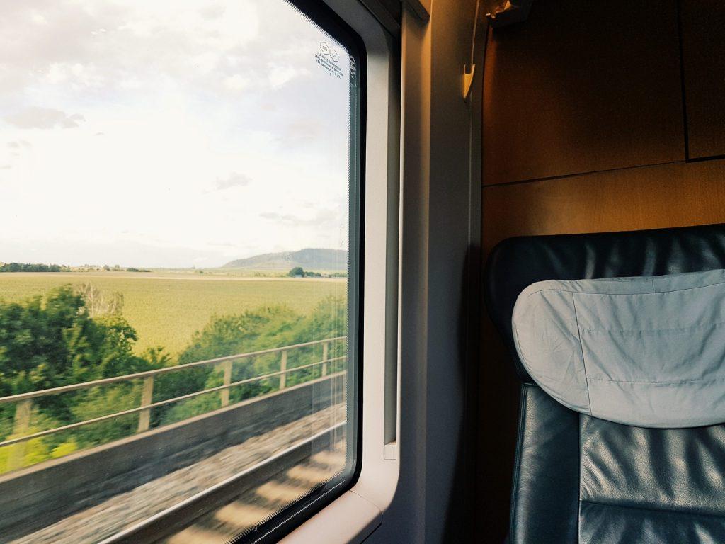 Ταξίδ με Τρένο και Θέα στο Παράθυρο GrecOnTrek
