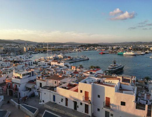 Ίμπιζα: Απόδραση στο κοσμοπολίτικο νησί της διασκέδασης