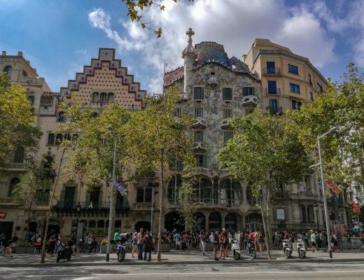 Βαρκελώνη: Περιπλάνηση στην πολύχρωμη πόλη του Gaudi