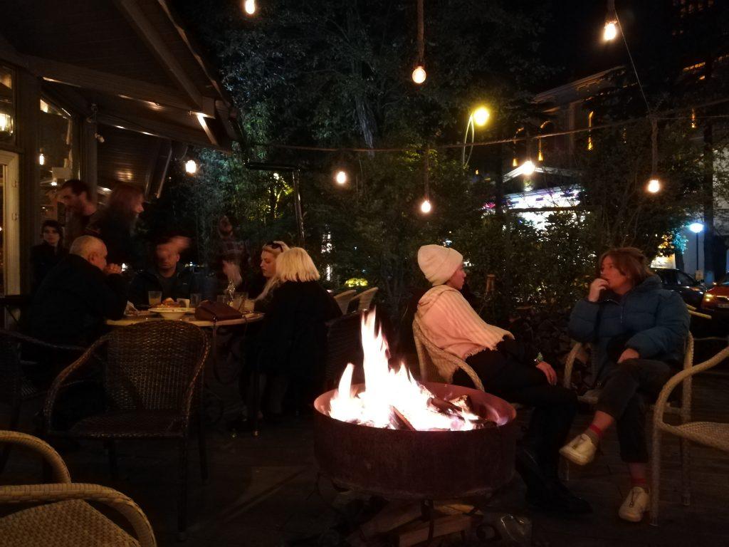 Απολαμβάνοντας chacha το βράδυ στο Μπατούμι