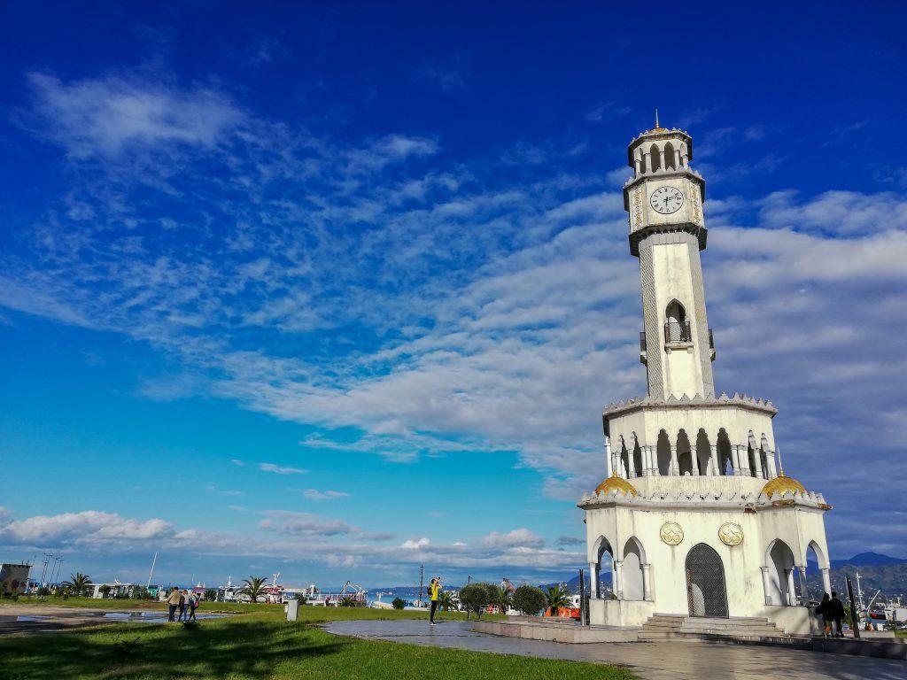 Ο πύργος του ρολογιού... και chacha για τους fans του ποτού