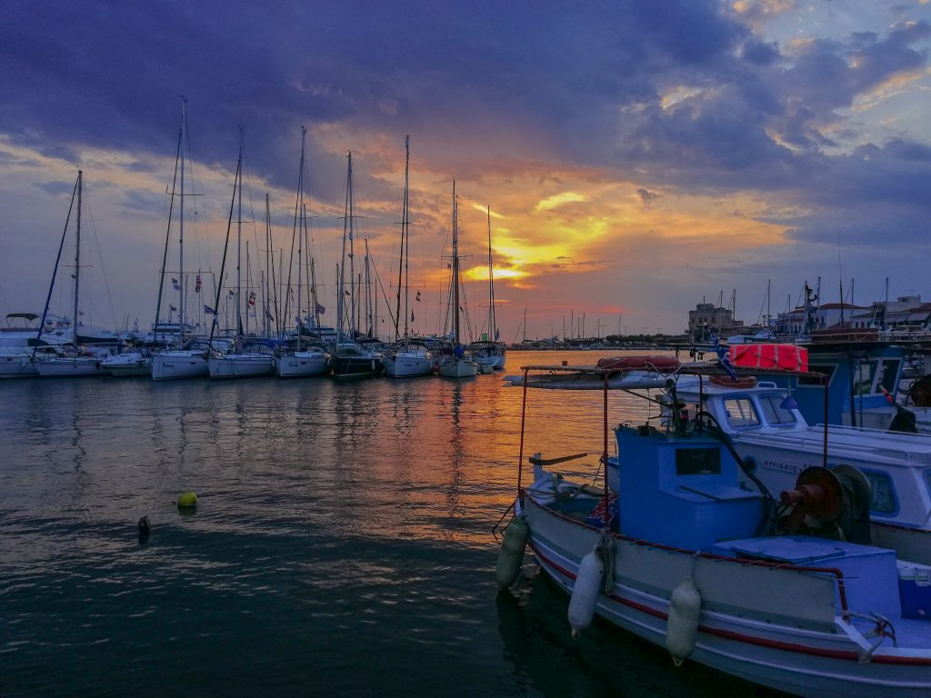 Ηλιοβασίλεμα στο λιμάνι της Αίγινας