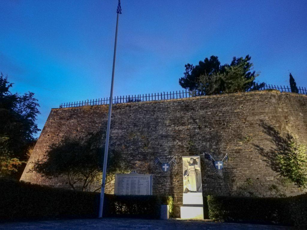 Το Κάστρο του Αγίου Ανδρέα τη νύχτα