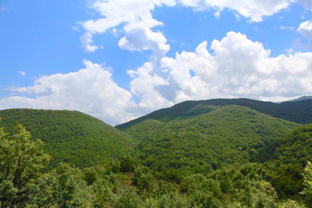 Θέα Βουνού Περιοχής Σκρα από Ψηλά