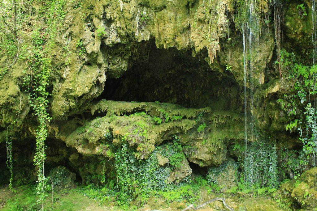 Σπηλιά στον Πρώτο Καταρράκτη Σκρα