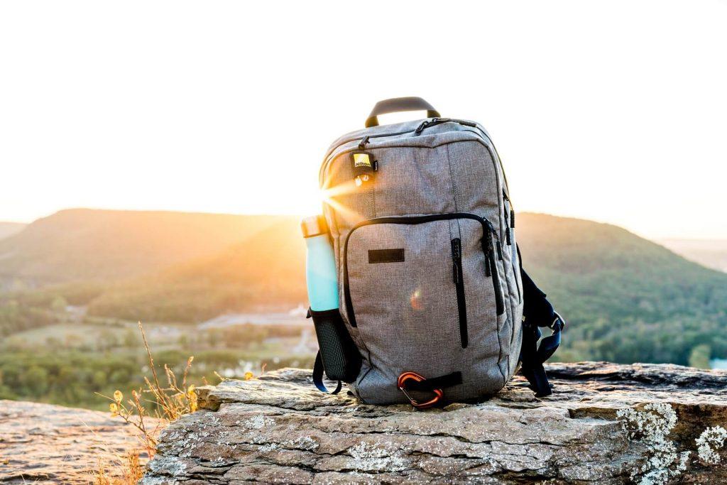 Γκρι backpack με φερμουάρ